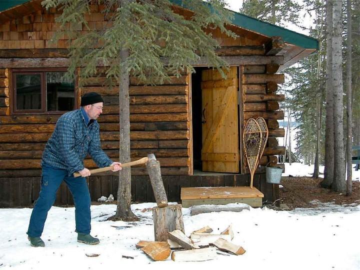 Yukon Territory - Wie man ein Loch ins Eis bohrt - Kanadas Norden - out-of-canada.olehelmhausen.de - 1