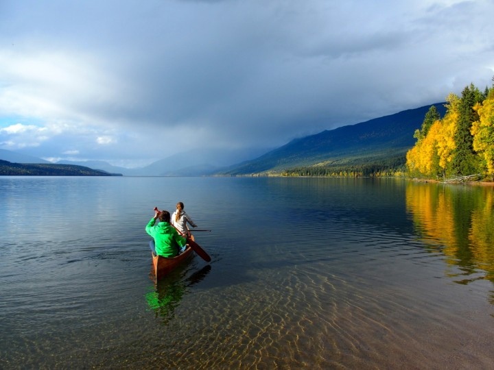 Genuss pur: Clayton und Mathilde gleiten mühelos über die glasklare Oberfläche des Clearwater Lake.