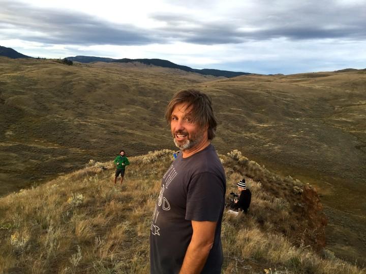 Müde, aber zufrieden: An diesem Abend im hügeligen Grasland bei Kamloops war Michael zufrieden.