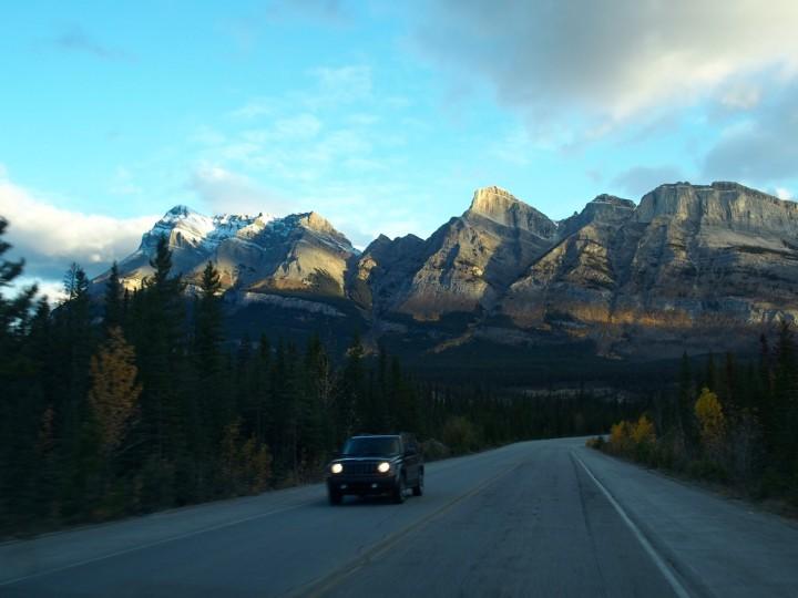 Coole Erfahrung: Auf dem Icefields Parkway kurz vor Sonnenaufgang.